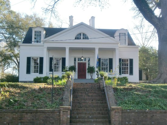 Twins Oaks Bed and Breakfast: plantation house