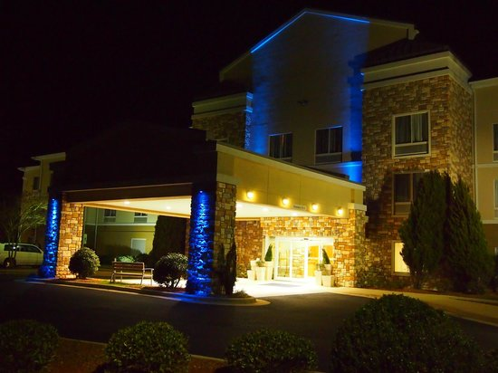Holiday Inn Express Williamston : Front Entrance