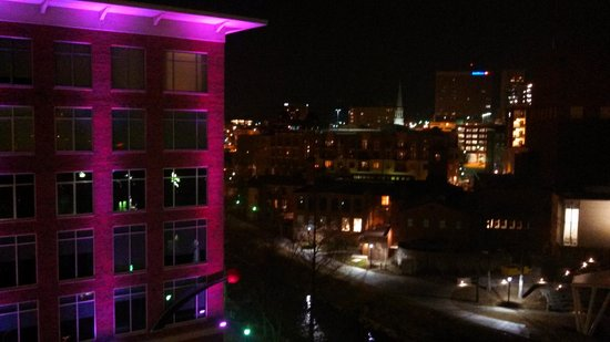 Hampton Inn & Suites Greenville - Downtown - Riverplace: on the balcony