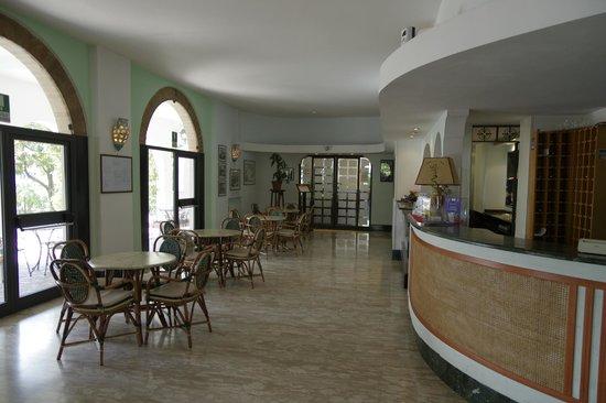 Tennis Hotel : Reception H24