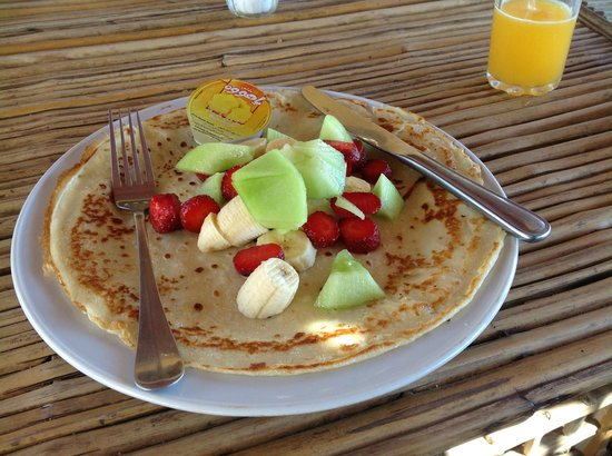Sindbad Camp: Pancake with fresh fruit. Delicious!