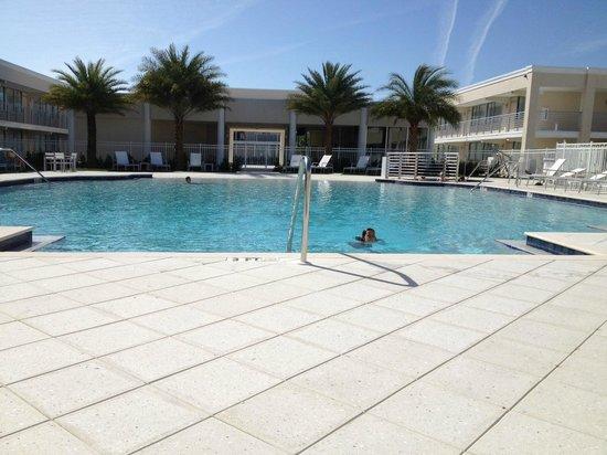 Ramada Venice Hotel Venezia: Pool from deep end