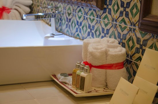 Mil Flores Luxury Design Hotel: Baño