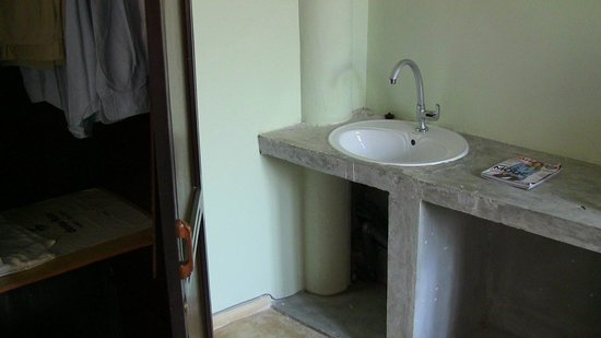 Manidi Villa: Closet and washing corner in bedroom