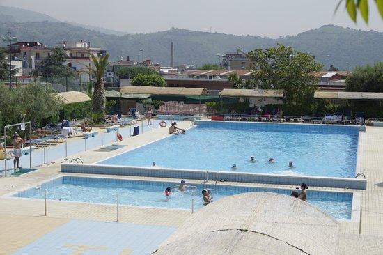 Tennis Hotel : Piscina