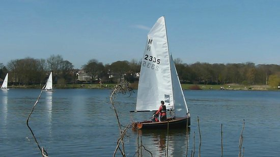 Yeadon Tarn: Boating