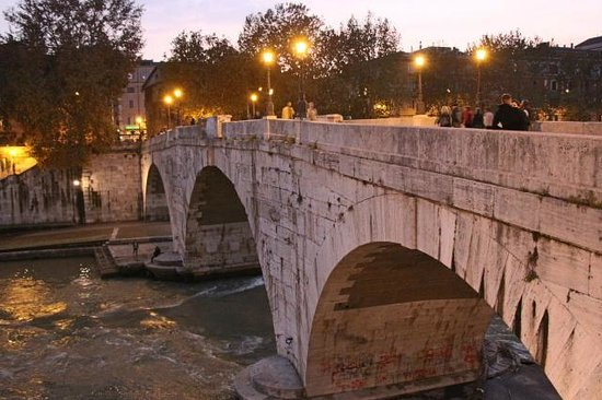 Hotel Residenza San Calisto: Rome the bridge