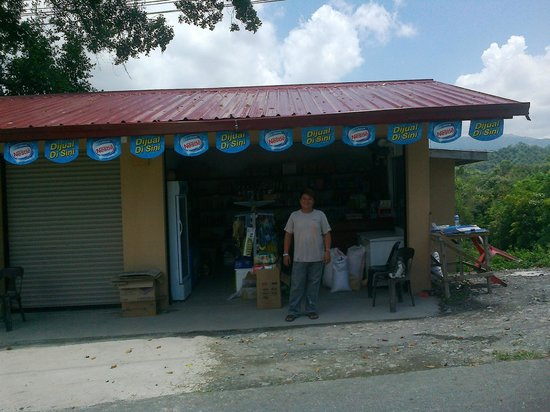 Lembah Impian Country Homes Resort: geralds shop  half a mile away