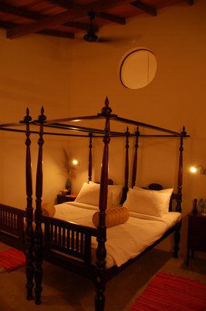 Villa Sunbird : Bed room with a very firm bed