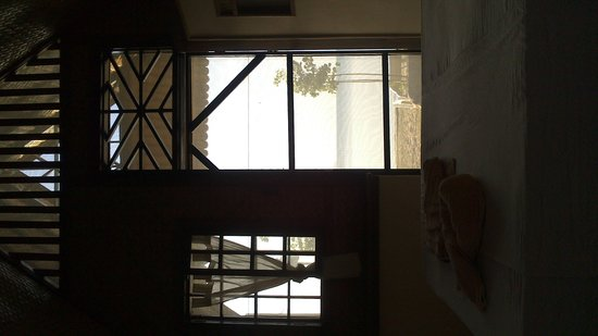 Port Barton, Filipinas: view from inside of Water front cottage