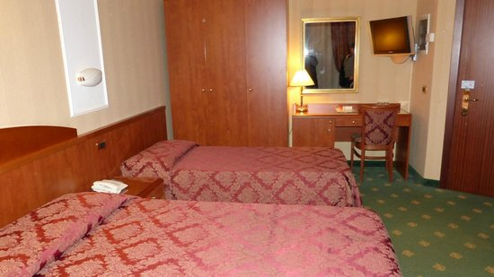 Hotel Puccini: Zimmer