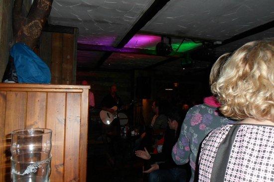 Clachaig Inn: Live band
