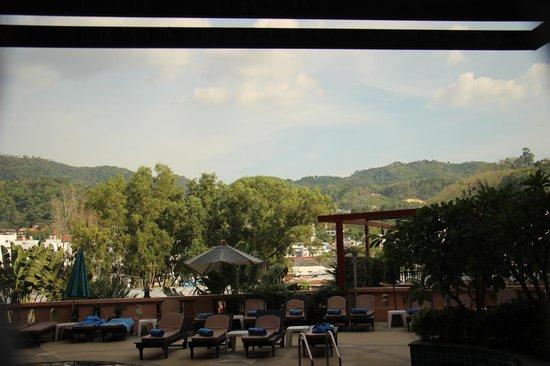 Blue Ocean Resort: View of pool area and surroundings