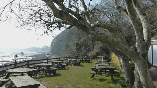 Anglesey Adası, UK: Ship Inn Beer Garden