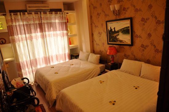 Hanoi 3B Hotel: nice room decoration..