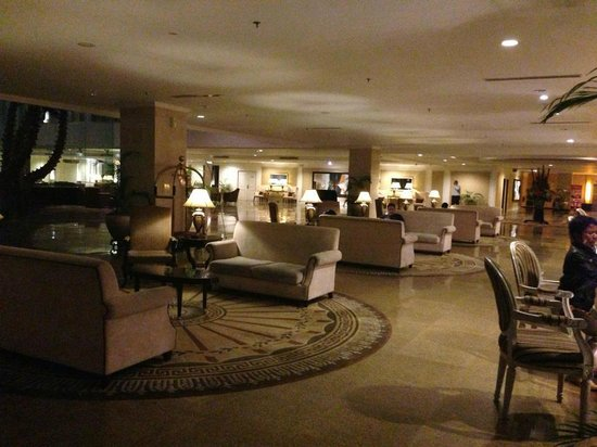 Harmoni One Convention Hotel and Service Apartments: lobby on 12 am...