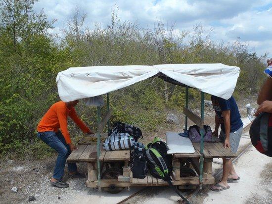 Cenotes: cohe jalado por un caballo