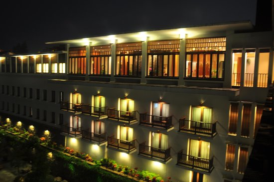 Padma Hotel Bandung: Night scape with nice lighting