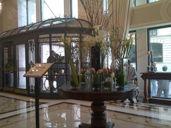 Rixos Pera Istanbul: lobby entrance