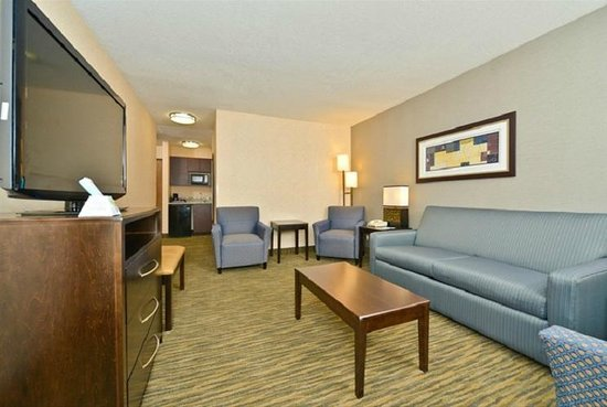Best Western Plus Coldwater Hotel: Large Living Room Suite