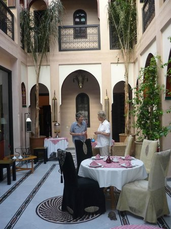 Riad Dar Anika: Dinner in the Courtyard
