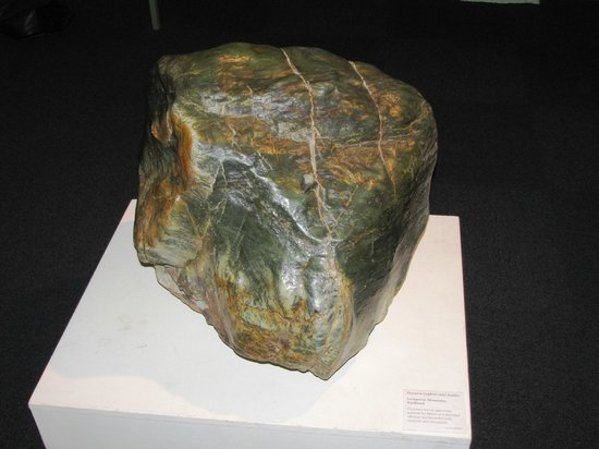 Southland Museum and Art Gallery : Pounami Greenstone boulder