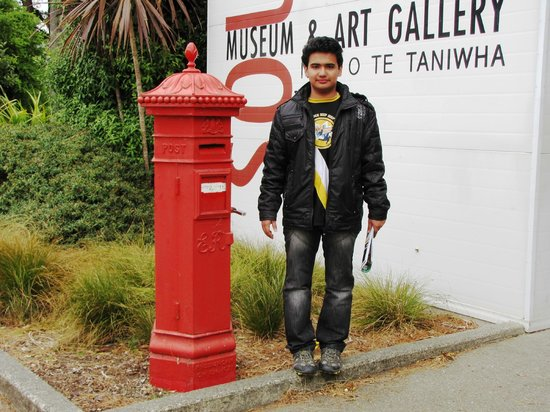 Southland Museum and Art Gallery: Quaint letterbox [ still working ]