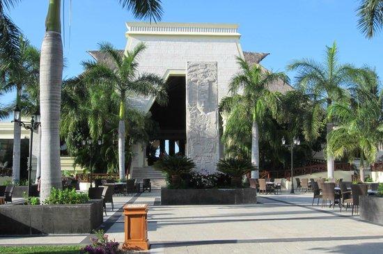 Grand Bahia Principe Coba: Coba Plaza