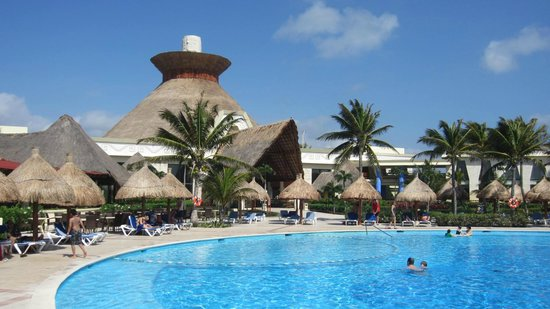 Piscine pour adulte coba picture of grand bahia principe for Piscine gonflable adulte