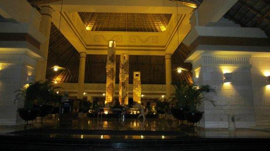 Grand Bahia Principe Coba: Lobby