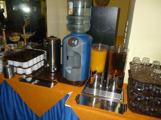 Henrietta Hotel: dispenser acqua e succhi