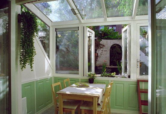 Parkzijde Bed & Breakfast: Garden room conservatory