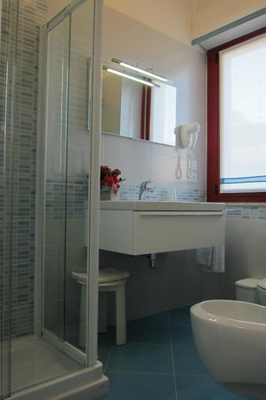 Hotel Menfi: bagno st. 201 new 2013