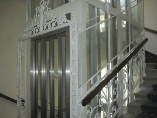 Hotel Post: elevator