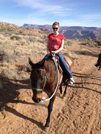 Hualapai Ranch: Riding horses to view Grand Canyon