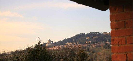 La Vallata : Vista camera da balcone su Todi