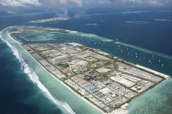 Hulhumale: Aerial shot of man man island off of airport island