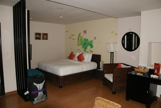 โรงแรมเอนีส: Comfortable and spacious bedroom area