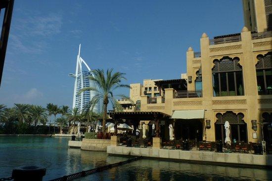 Jumeirah Mina A'Salam: Hotel met plaats voor ontbijtbuffet...