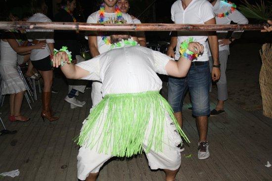 Chiringuito Relevant : white party going wild