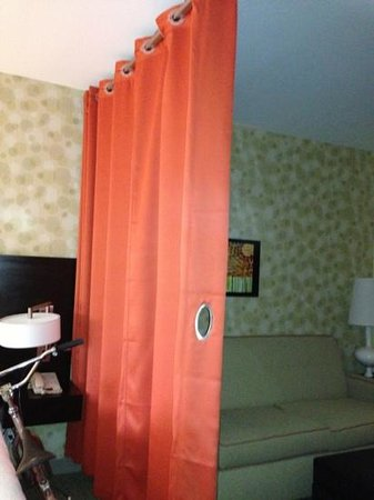 Home2 Suites Biloxi North / D'Iberville: Divider