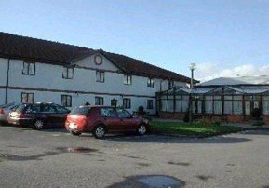 Ravensdene Lodge: CAR PARK