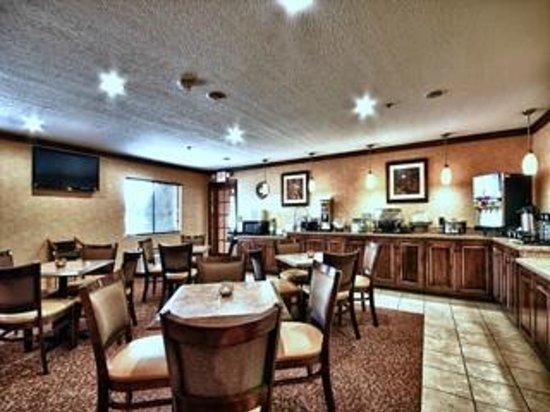 Christopher Inn & Suites: Breakfast Room