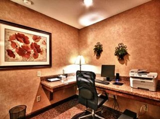 Christopher Inn & Suites: Business Center