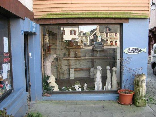 Artisan shops of Josselin : Pottery & sculpture studio