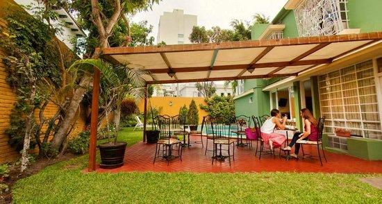 Basadre Suites Boutique Hotel: Patio