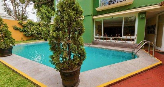 Basadre Suites Boutique Hotel: Picina