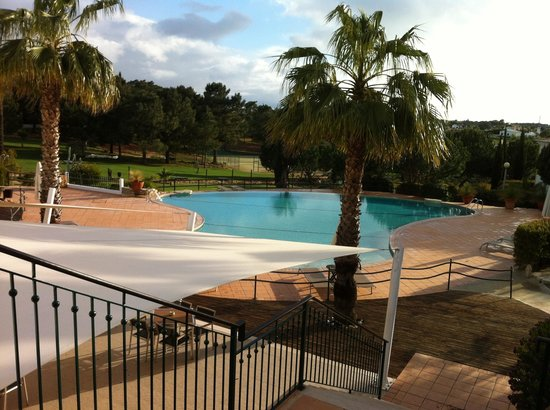 Vale d'El Rei Resort: Swimming pool at the back of the hotel