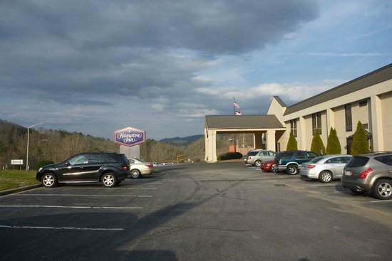 Hampton Inn Cherokee: lovely setting