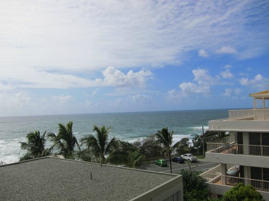 La Mer Beachfront Apartments: View from hall balcony